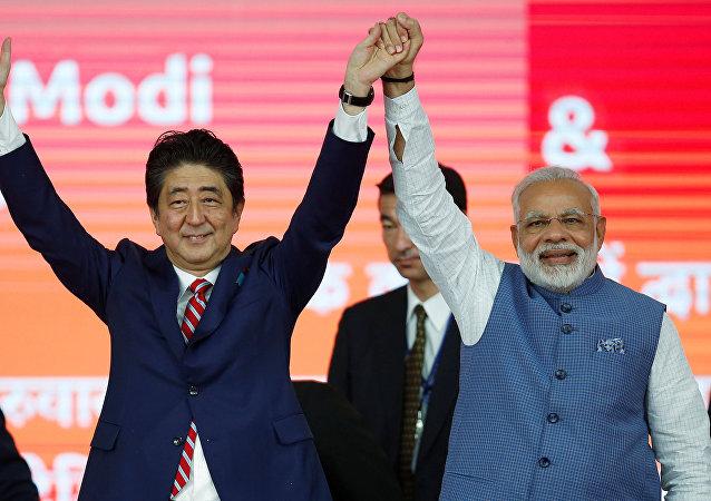 El primer ministro japonés, Shinzo Abe, y su homólogo indio, Narendra Modi