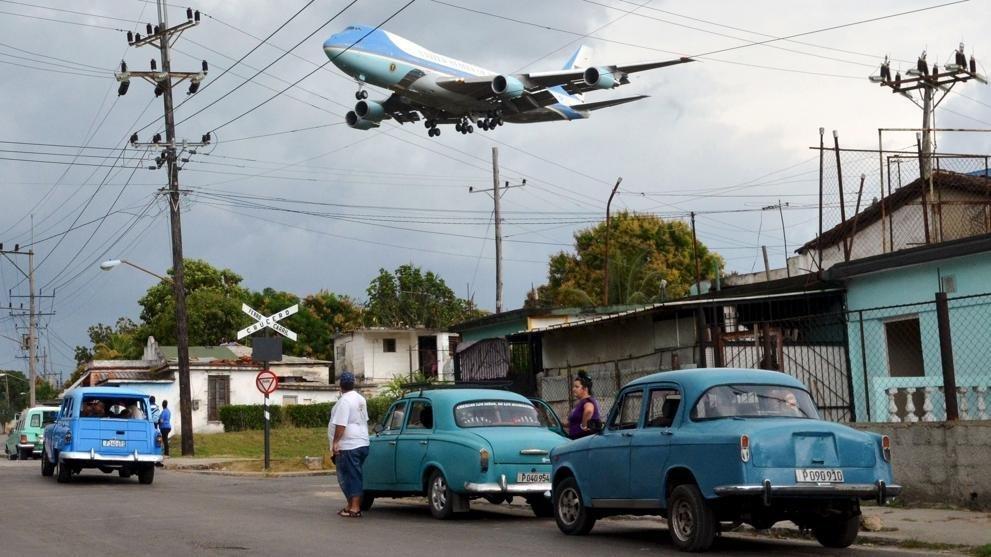 Llegada de Obama a La Habana en el Air Force One. Foto por la que Yander obtuvo el Premio de periodismo Rey de España, el Premio Ortega y Gasset y la nominación de la revista Time a una de las 10 mejores fotos del año 2016.
