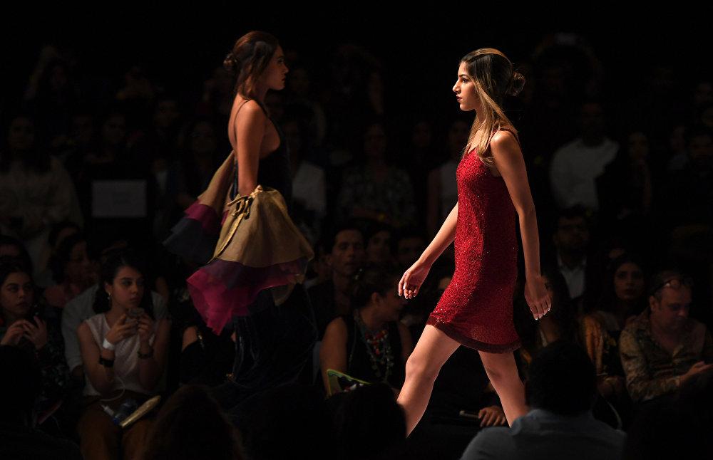Sensualidad oriental en la Semana de la moda de Pakistán