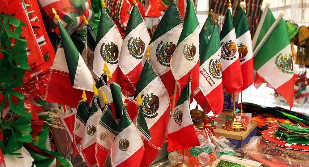 Artículos para festejos patrios en México