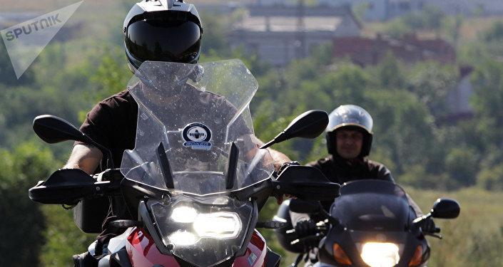Dos motociclistas