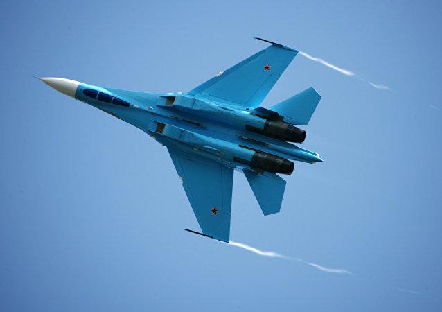 Su-27 (archivo)