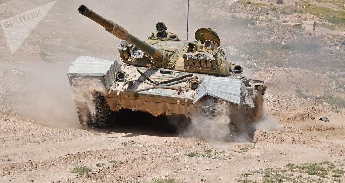 Un tanque sirio T-72 cerca de la ciudad de Deir Ezzor (archivo)