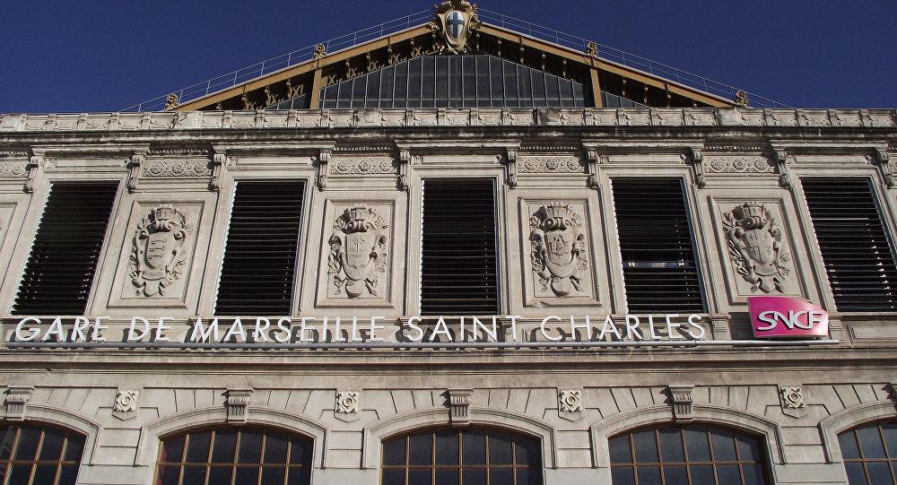Atacan con ácido a turistas estadounidenses en Marsella