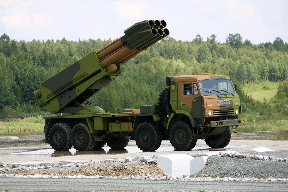 Sistema lanzamisiles incendiarios BM-30 Smerch