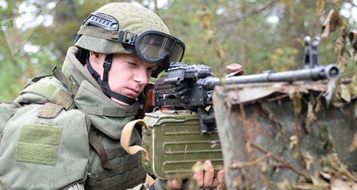 Militar ruso durante los ejercicios militares ruso-bielorrusos Zapad 2017