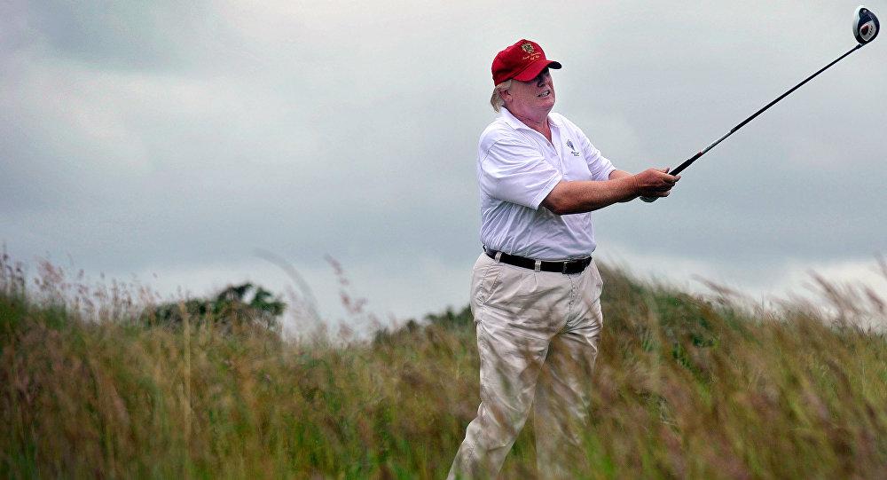 Donald Trump, presidente de EEUU jugando golf