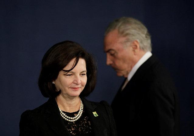 La fiscal general de Brasil, Raquel Dodge, y el presidente de Brasil, Michel Temer