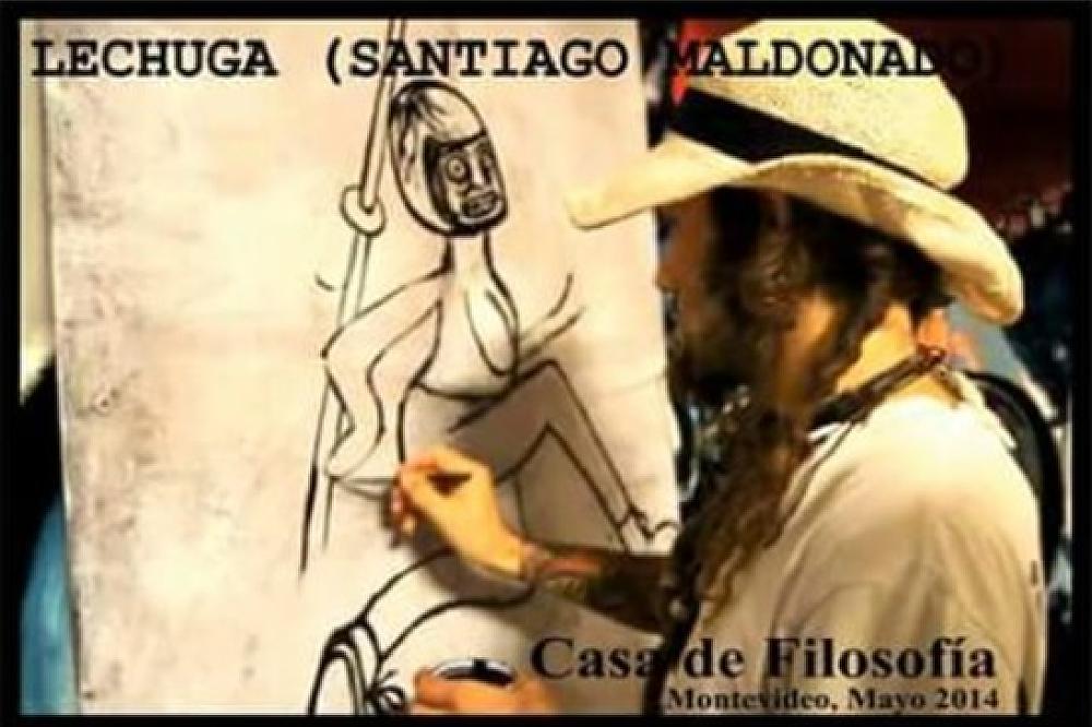 """Santiago Maldonado, apodado """"Lechuga"""", realiza un dibujo en la Casa de Filosofía en mayo de 2014."""