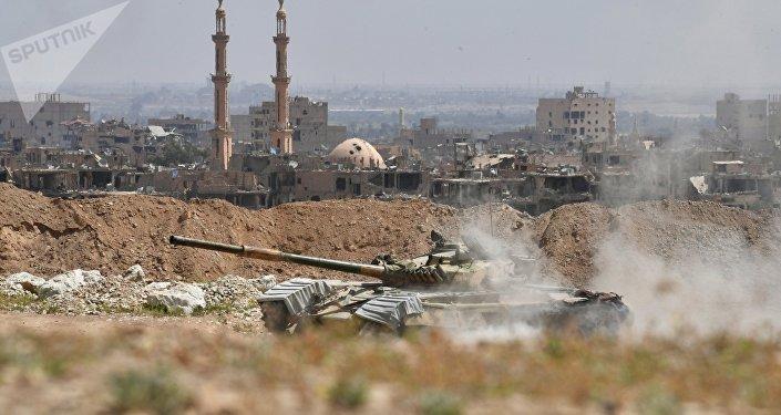 Tanque T-72 de la Guardia Republicana de Siria en las afueras de Deir Ezzor