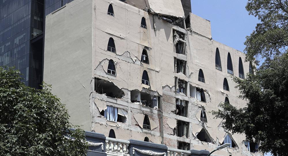 Crece a 120 el número de muertos tras sismo