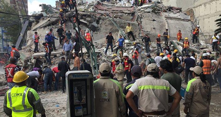 Sube a 32 la cifra de niños muertos en una escuela — México