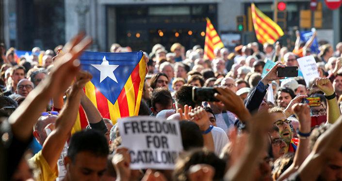 Rajoy pide a independentistas de Cataluña renunciar a su