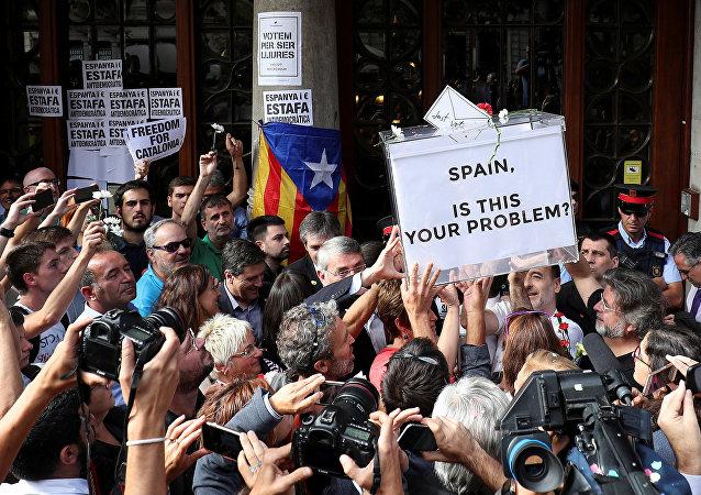 Manifestación contra los registros por el referéndum en Cataluña