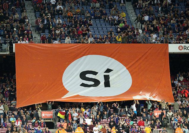 Los partidarios del referéndum en un estadio de fútbol