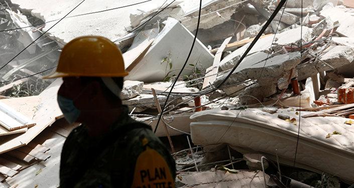 Bomberos de Ecuador se alistan para viajar a México