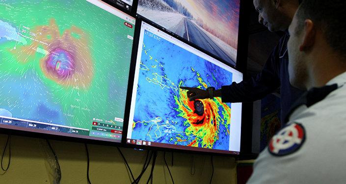 El Centro de Operaciones de Emergencias monitorean el huracán María, República Dominicana