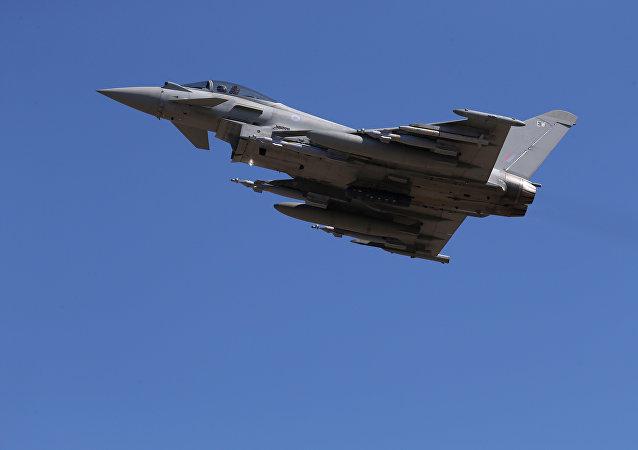 Un caza Typhoon de la Real Fuerza Aérea Británica