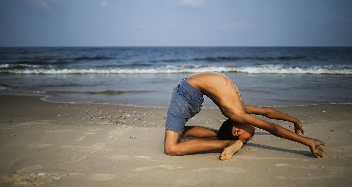 Yussef Bahtini, un palestino de 12 años de Gaza  convertido en un hábil contorsionista