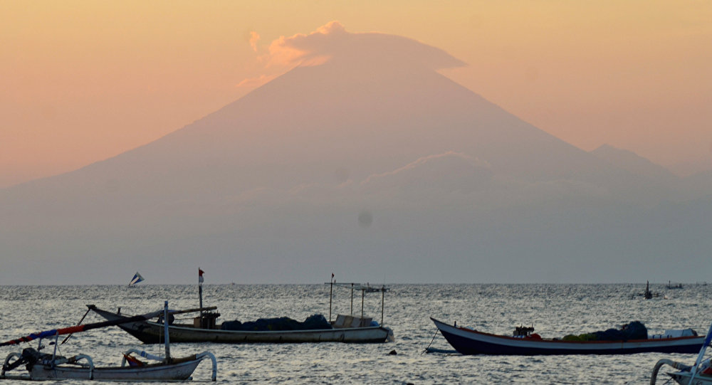 Indonesia, en máxima alerta por posible erupción de volcán Agung