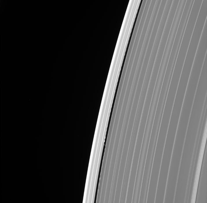 La última imagen de Dafne, una de las lunas de Saturno