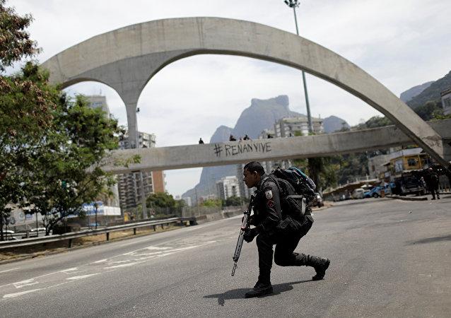 Policía brasileña en Rocinha