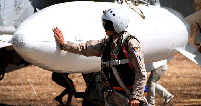Piloto ruso en el aeródromo de Hmeymim en Siria