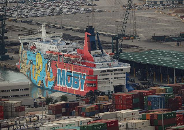 El barco Moby Dada en el puerto de Barcelona (archivo)