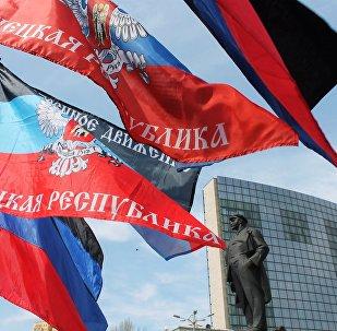 Las banderas de la autoproclamada República Popular de Donetsk