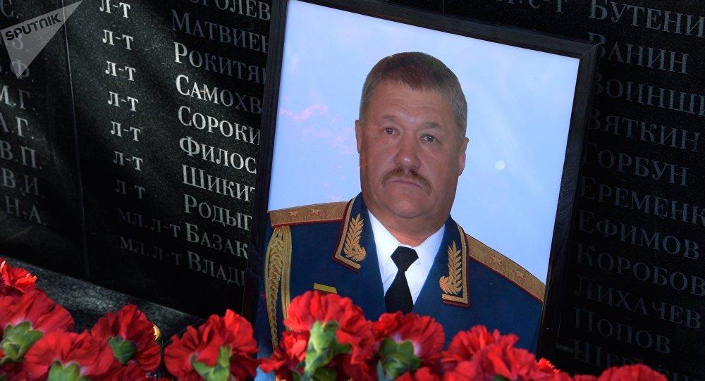 El retrato del general teniente ruso Valeri Asápov, fallecido en Siria