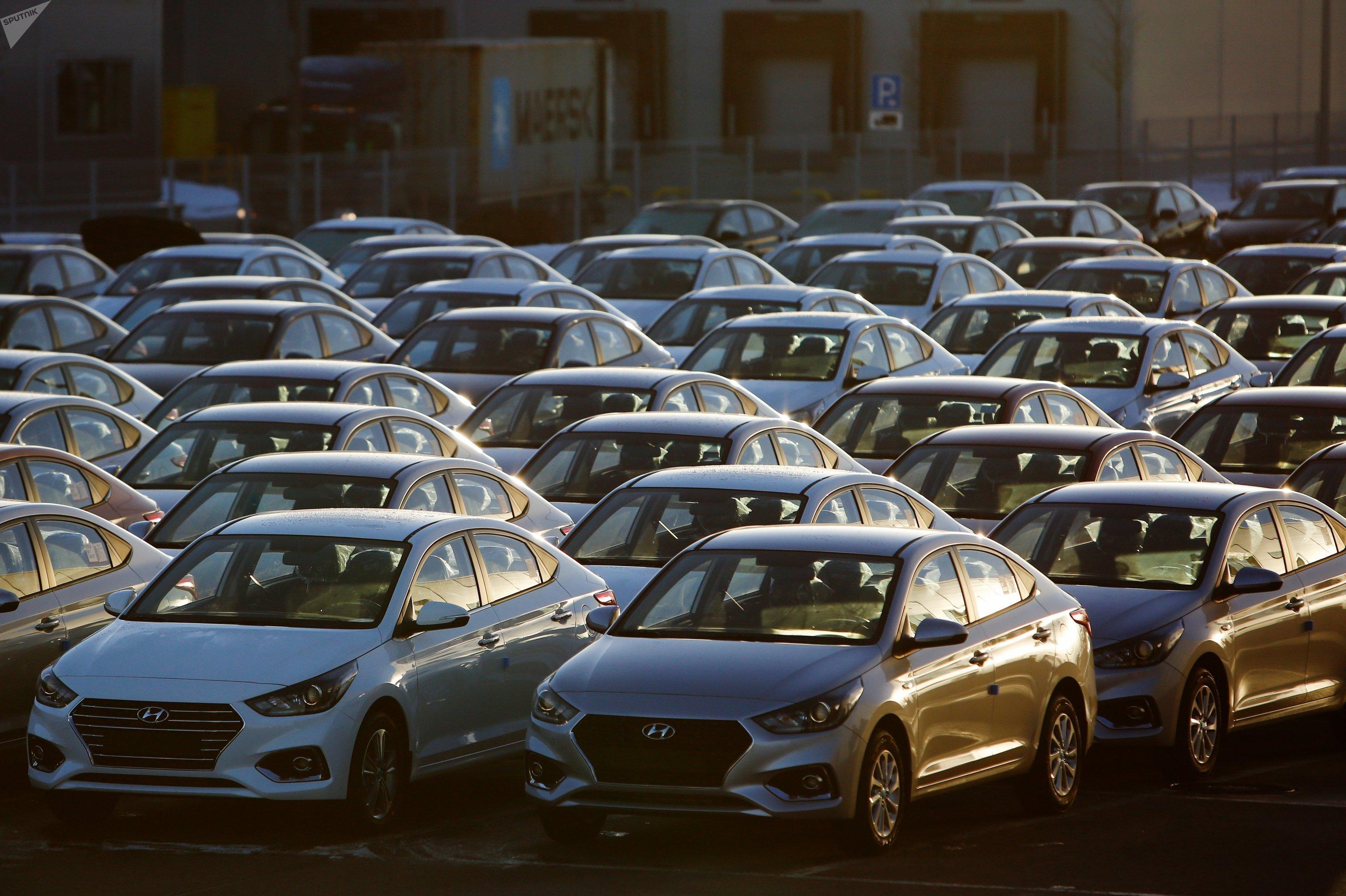 Automóviles Hyundai Solaris en la región de Leningrado