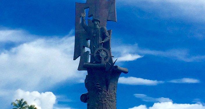 Nacimiento de un Nuevo Mundo, la estatua a Cristóbal Colón y el Descubrimiento de América del escultor ruso Zurab Tsereteli (Arecibo, Puerto Rico, EEUU)