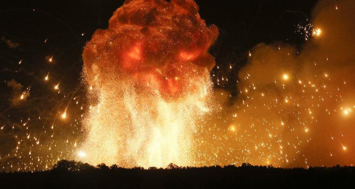 Explosiones en un almacén de municiones (imagen referencial)