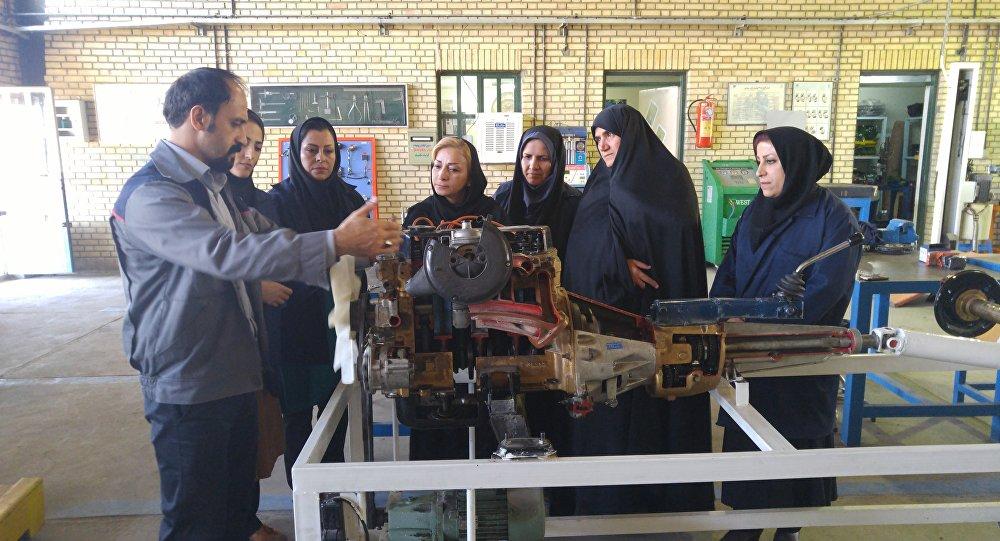 Mujeres mecánicas en Irán
