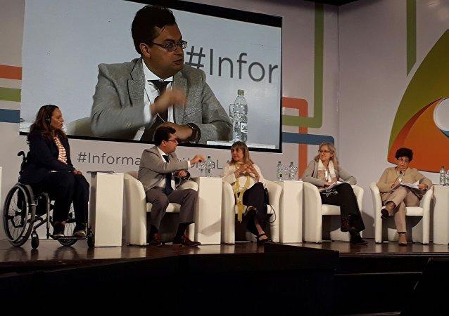 Panel sobre derechos humanos y acceso a la información en el evento sobre transparencia organizado por la UNESCO en Montevideo.