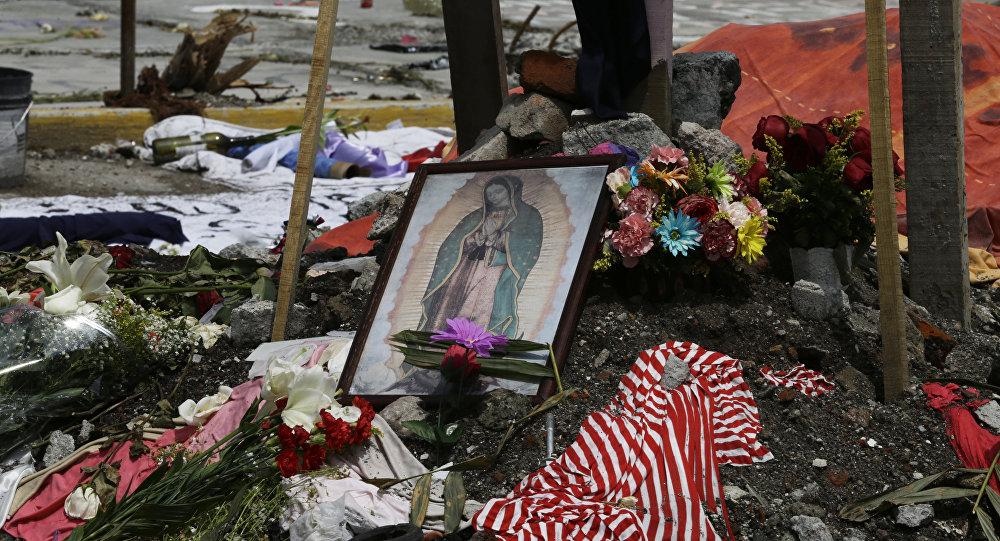 Homenaje a las víctimas del terremoto en México