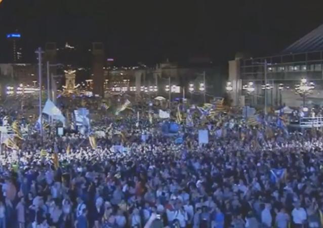 Cientos de miles de personas se reúnen en Barcelona en apoyo de la independencia catalana.