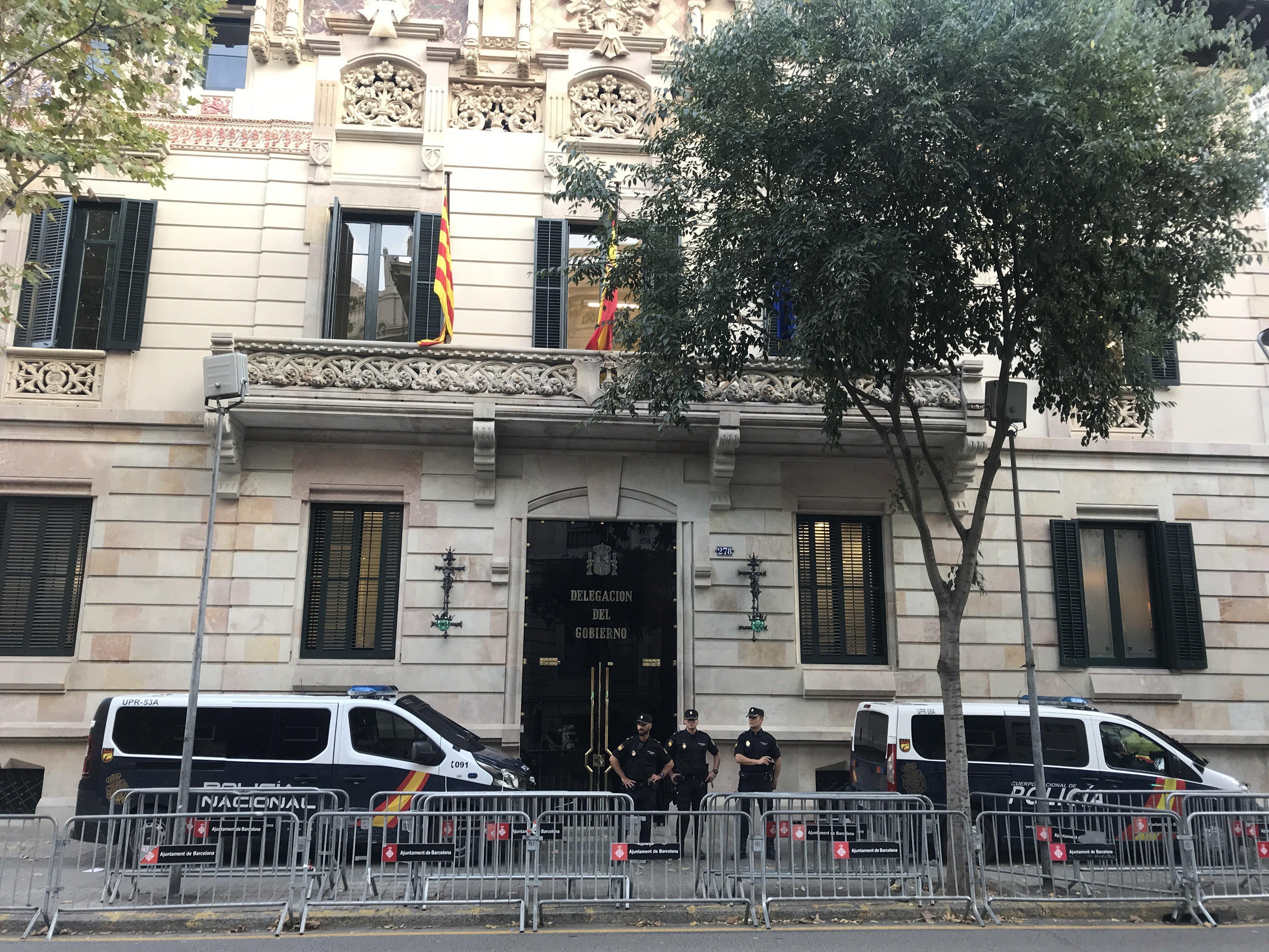 La entrada de la Delegación del Gobierno de España en Barcelona estaba fuertemente vigilada
