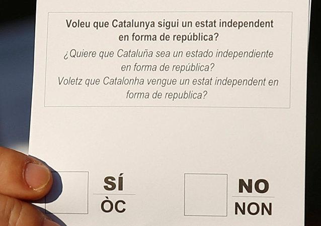 La pregunta del referéndum catalán, escrito en catalán, castellano y aranés