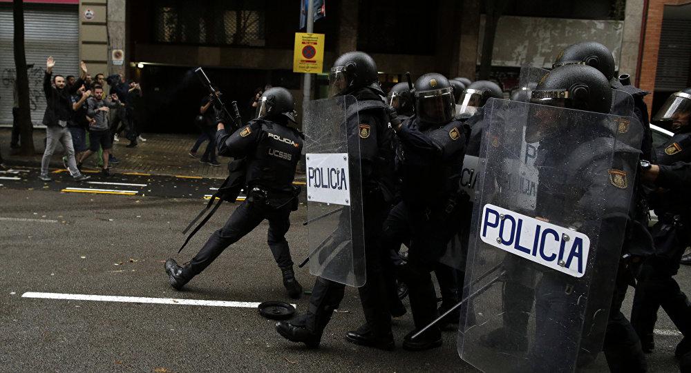 Policía Nacional española en Cataluña durante el referéndum (archivo)