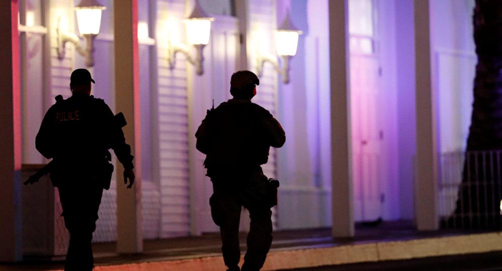 Policías cerca del lugar de tiroteo en Las Vegas, EEUU
