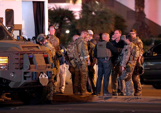 Agentes de FBI cerca del lugar de tiroteo en Las Vegas, EEUU