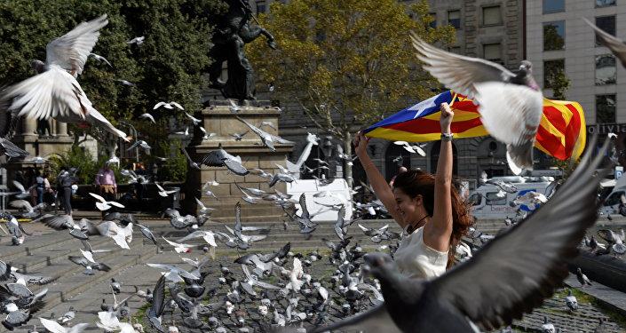 Alcaldesa de Barcelona pide renunciar a la declaración de independencia de Cataluña