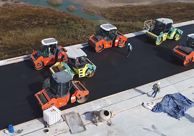 Empieza el asfaltado de la 'obra del siglo'