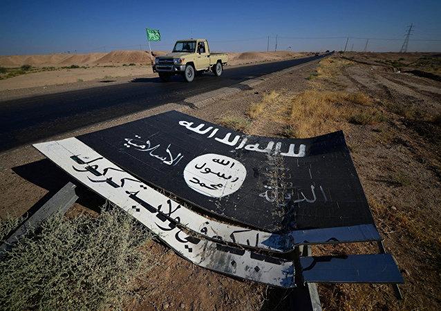 Un señal con el logo de Daesh