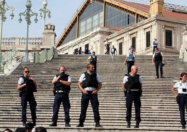 Policía en el lugar del ataque en Marsella, Francia