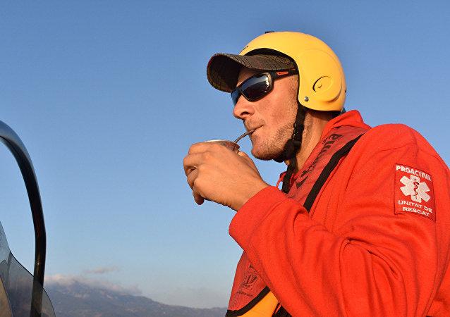 El argentino Matías Kosoblik pasó de rescatar a turistas incautos a salvar vidas desesperadas en el Mediterráneo