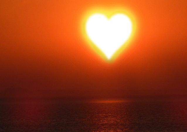 El Sol en forma de corazón