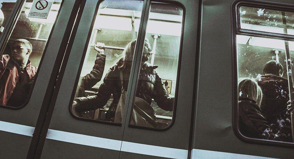 La gente en un tren