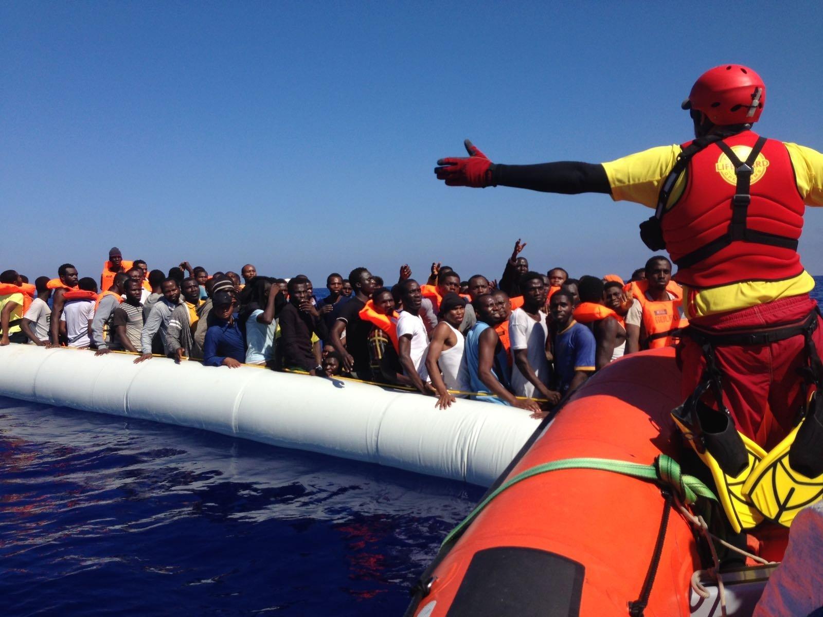 Embarcaciones para 20 personas son rescatadas con hasta 70 refugiados en el Mar Mediterráneo